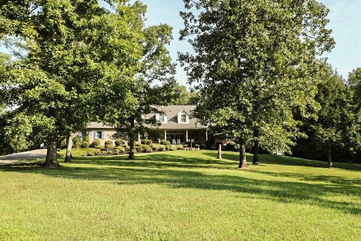 Single Family Homes for Sale at 1147 Belltown Road Tellico Plains, Tennessee 37385 United States