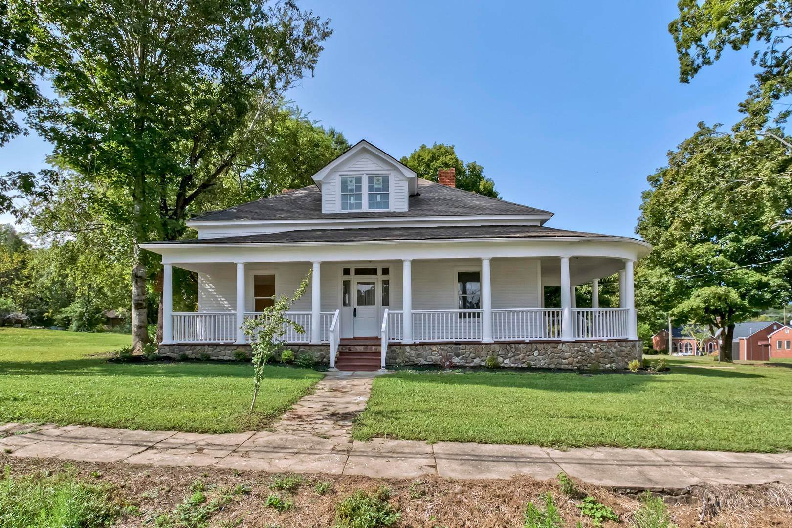 Single Family Homes por un Venta en 309 Englewood Avenue Englewood, Tennessee 37329 Estados Unidos