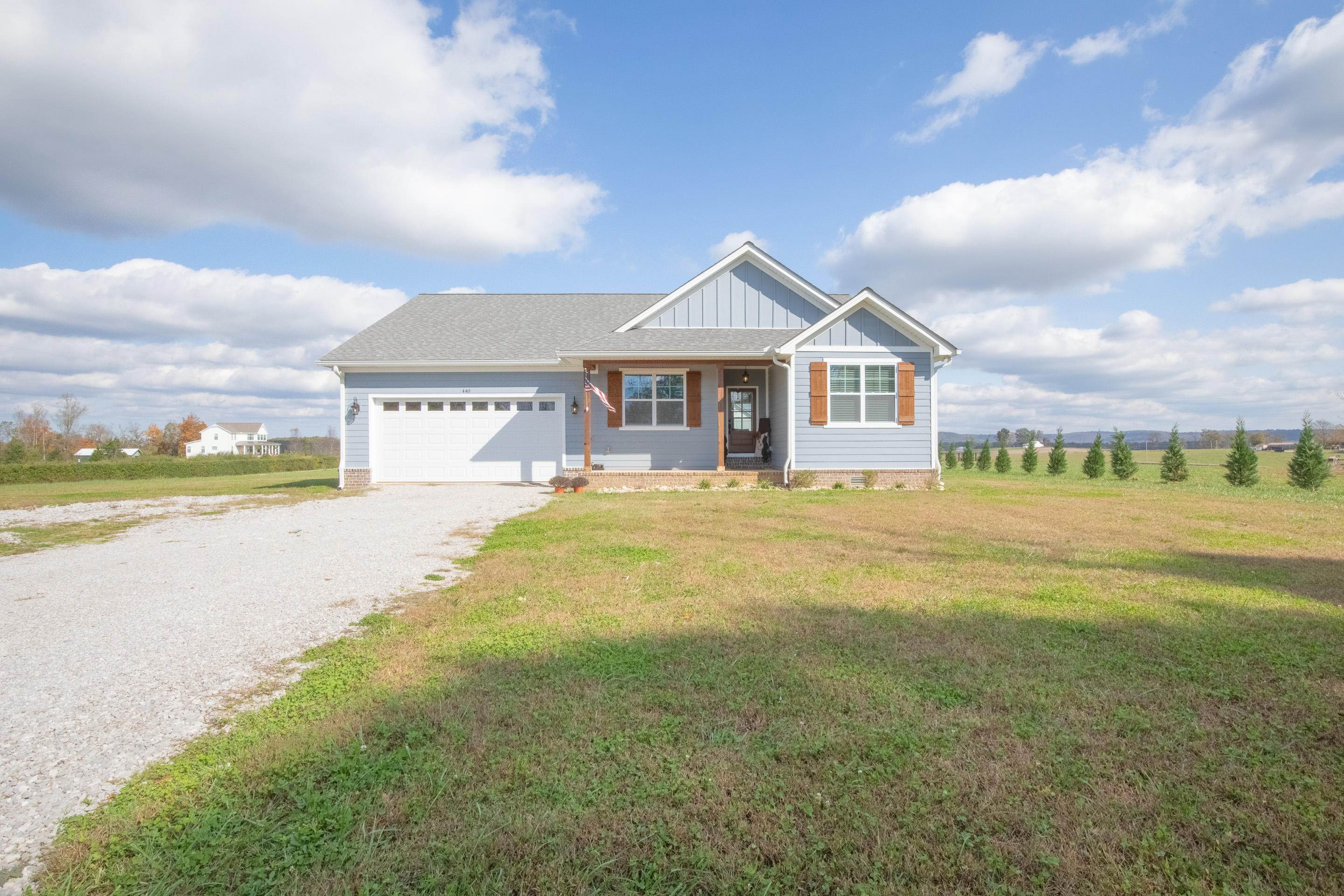 Single Family Homes for Sale at 440 Roy Hudgens Road Sparta, Tennessee 38583 United States