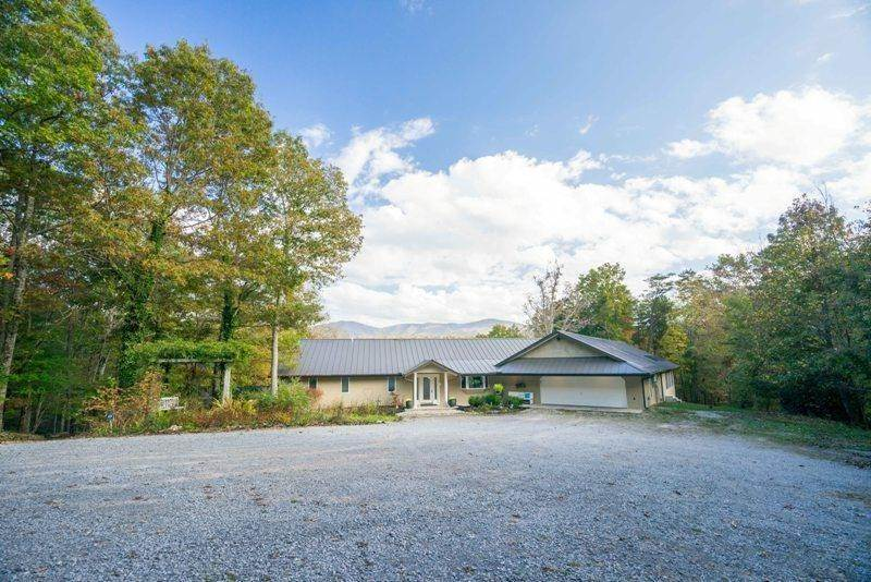 Single Family Homes for Sale at 462 Old Furnace Road Tellico Plains, Tennessee 37385 United States