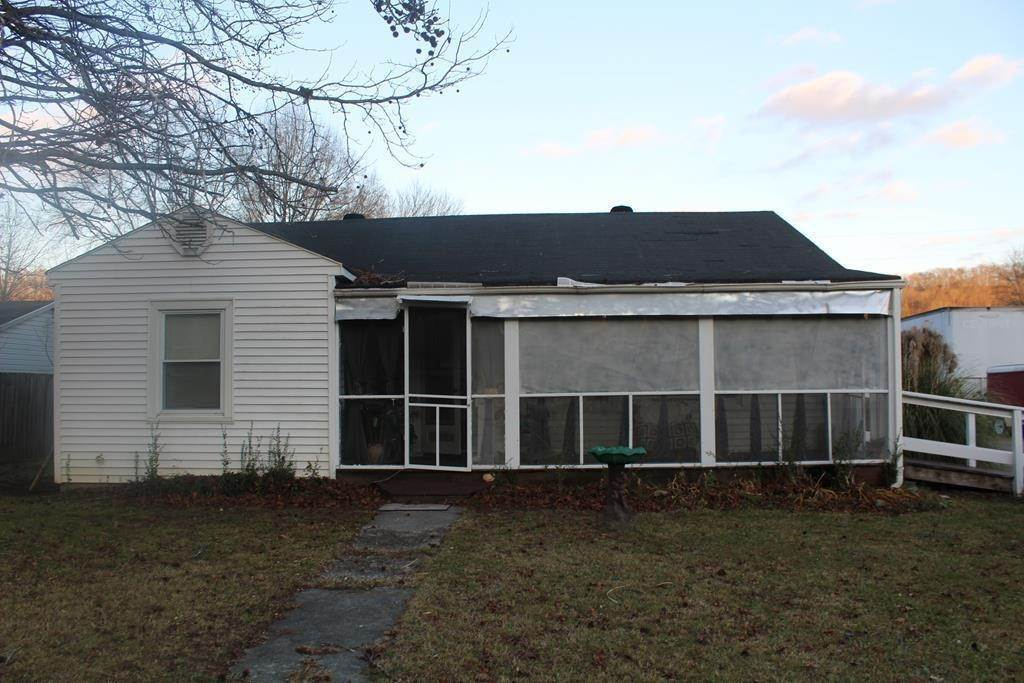Single Family Homes por un Venta en 809 E Lake Avenue Celina, Tennessee 38551 Estados Unidos