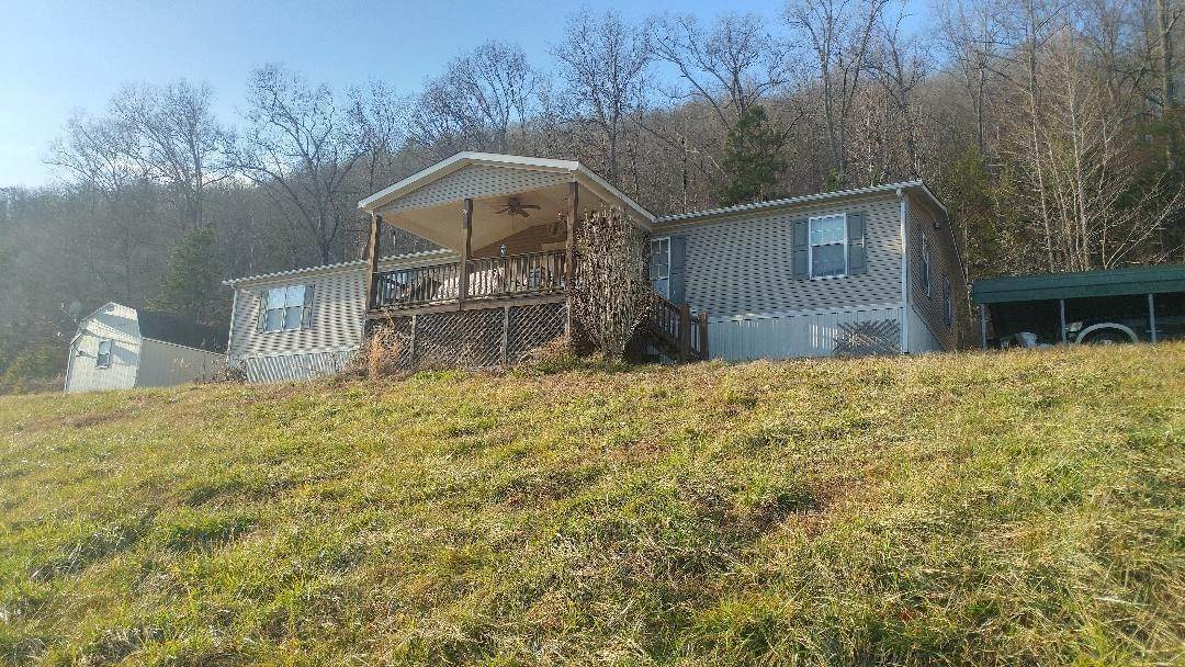Single Family Homes pour l Vente à 836 Hen Valley Road Oliver Springs, Tennessee 37840 États-Unis