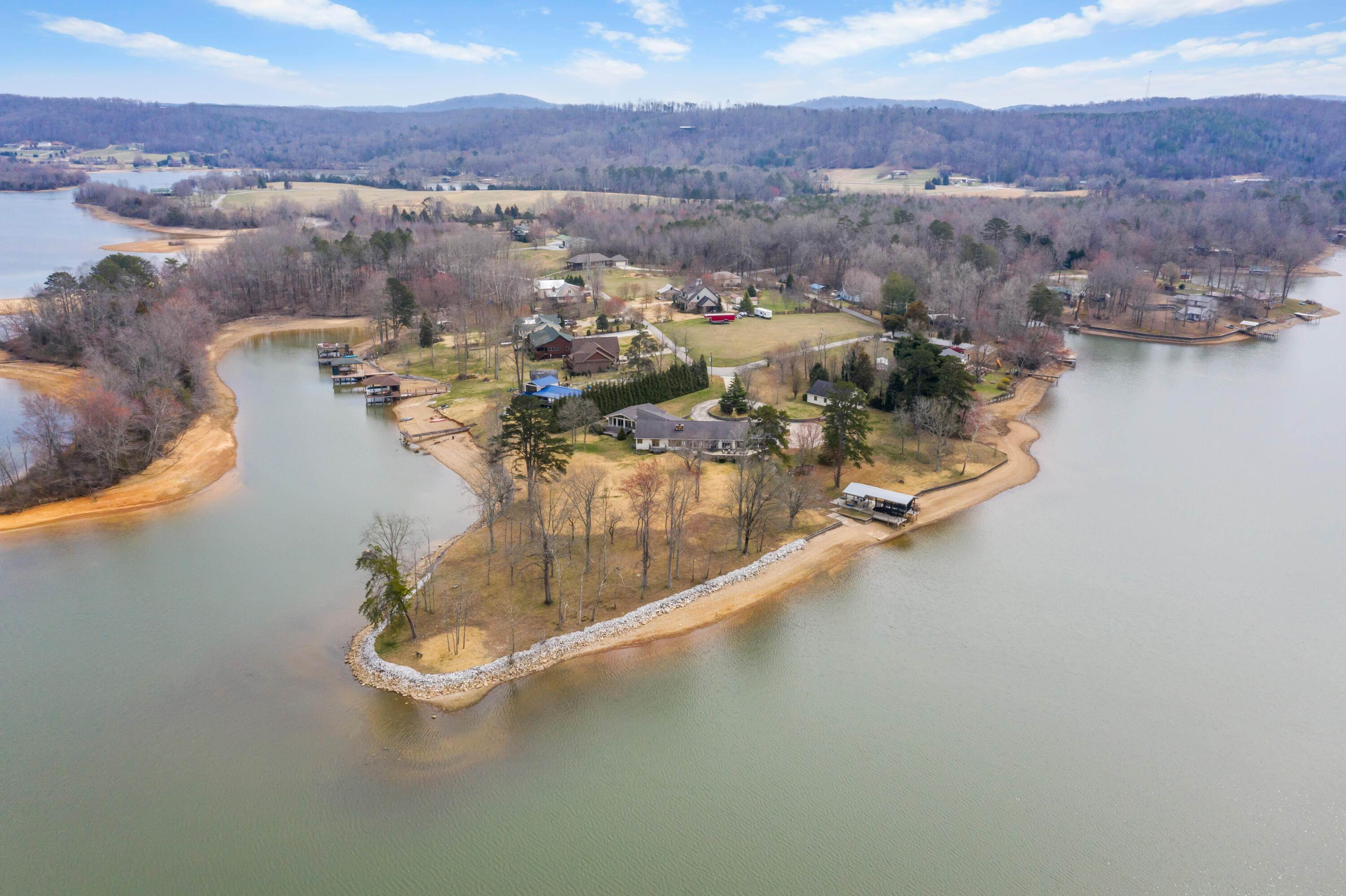 Single Family Homes pour l Vente à 351 Ellis Road Kingston, Tennessee 37763 États-Unis
