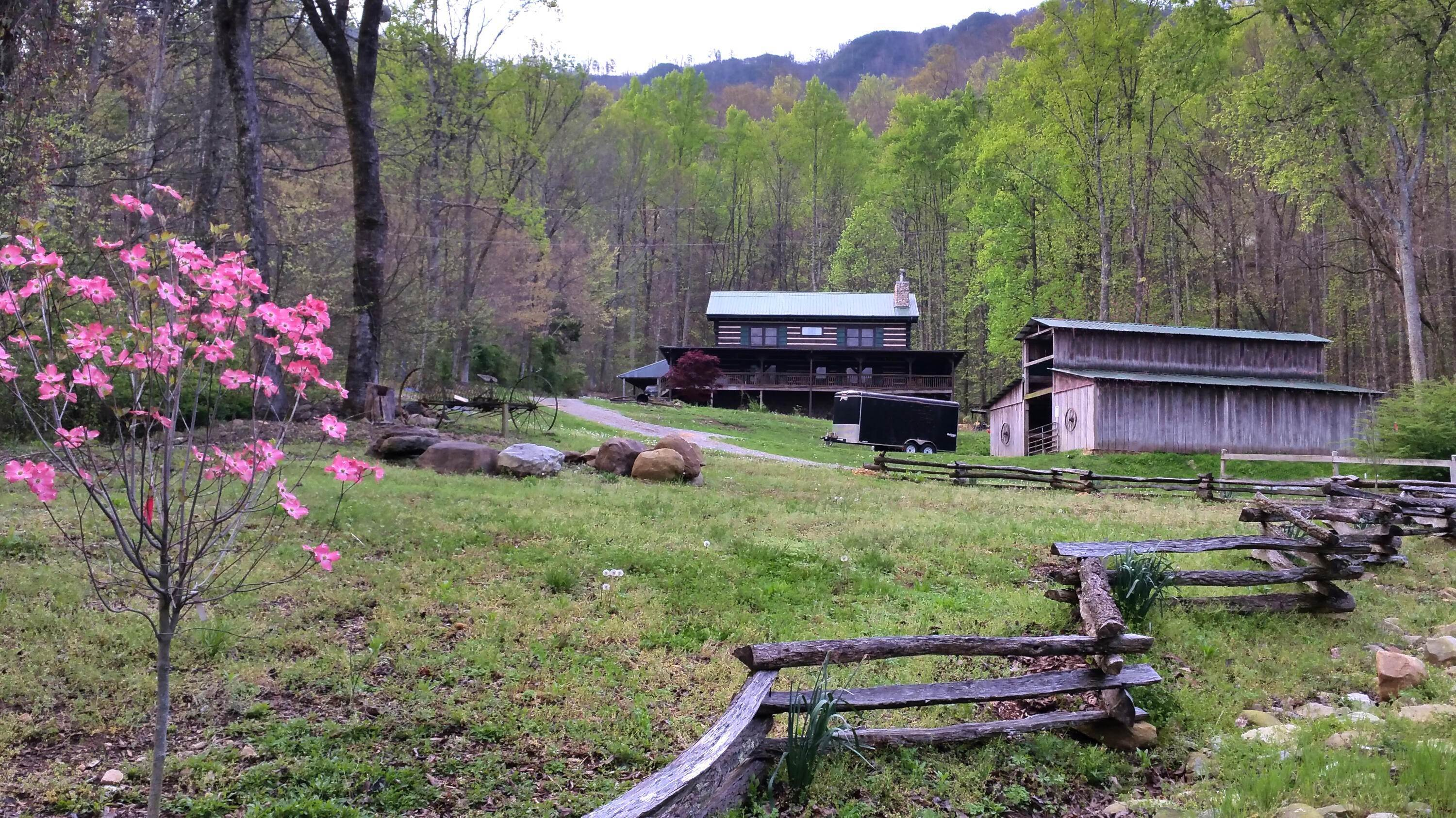 Single Family Homes for Sale at 1157 Sugarloaf Mountain Road Road Seymour, Tennessee 37865 United States