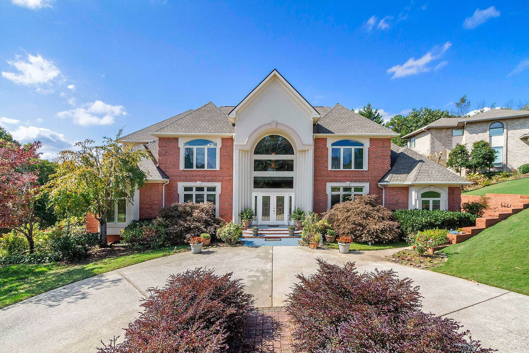 Single Family Homes for Sale at Stunning Neo-Colonial Home 7537 Tee Way Circle Chattanooga, Tennessee 37416 United States