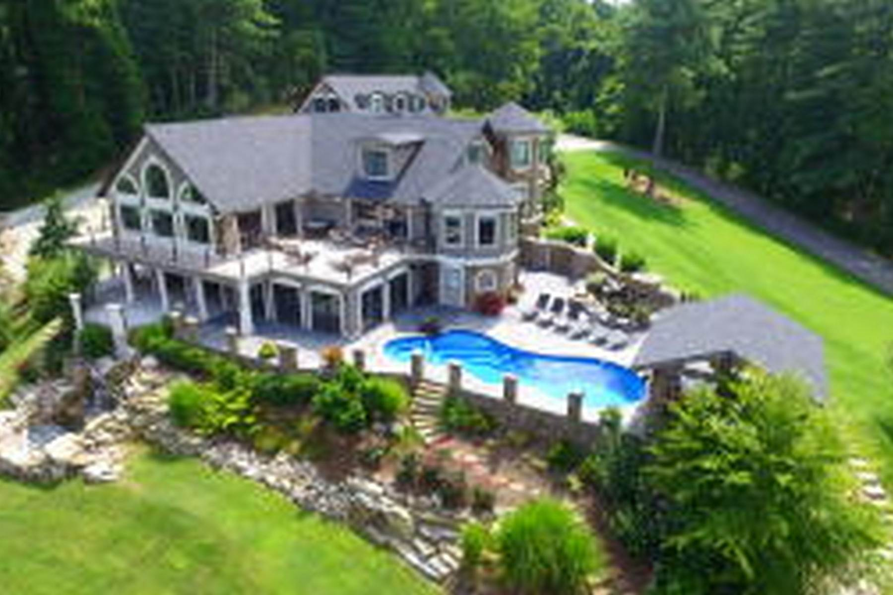 40. Single Family Homes for Sale at Water Front Estate On Watauga Lake 381 Big Oak Drive Butler, Tennessee 37640 United States