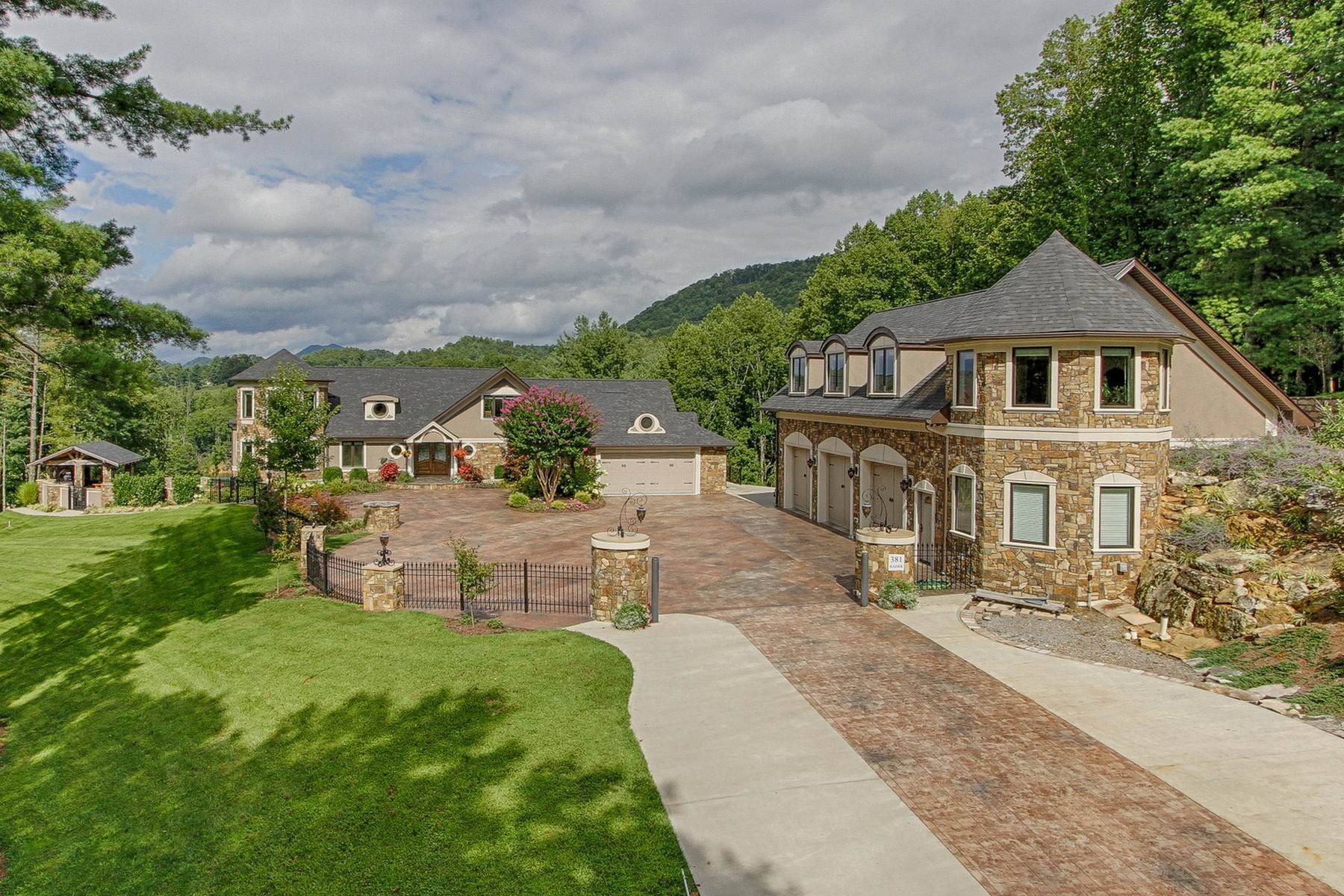 2. Single Family Homes for Sale at Water Front Estate On Watauga Lake 381 Big Oak Drive Butler, Tennessee 37640 United States