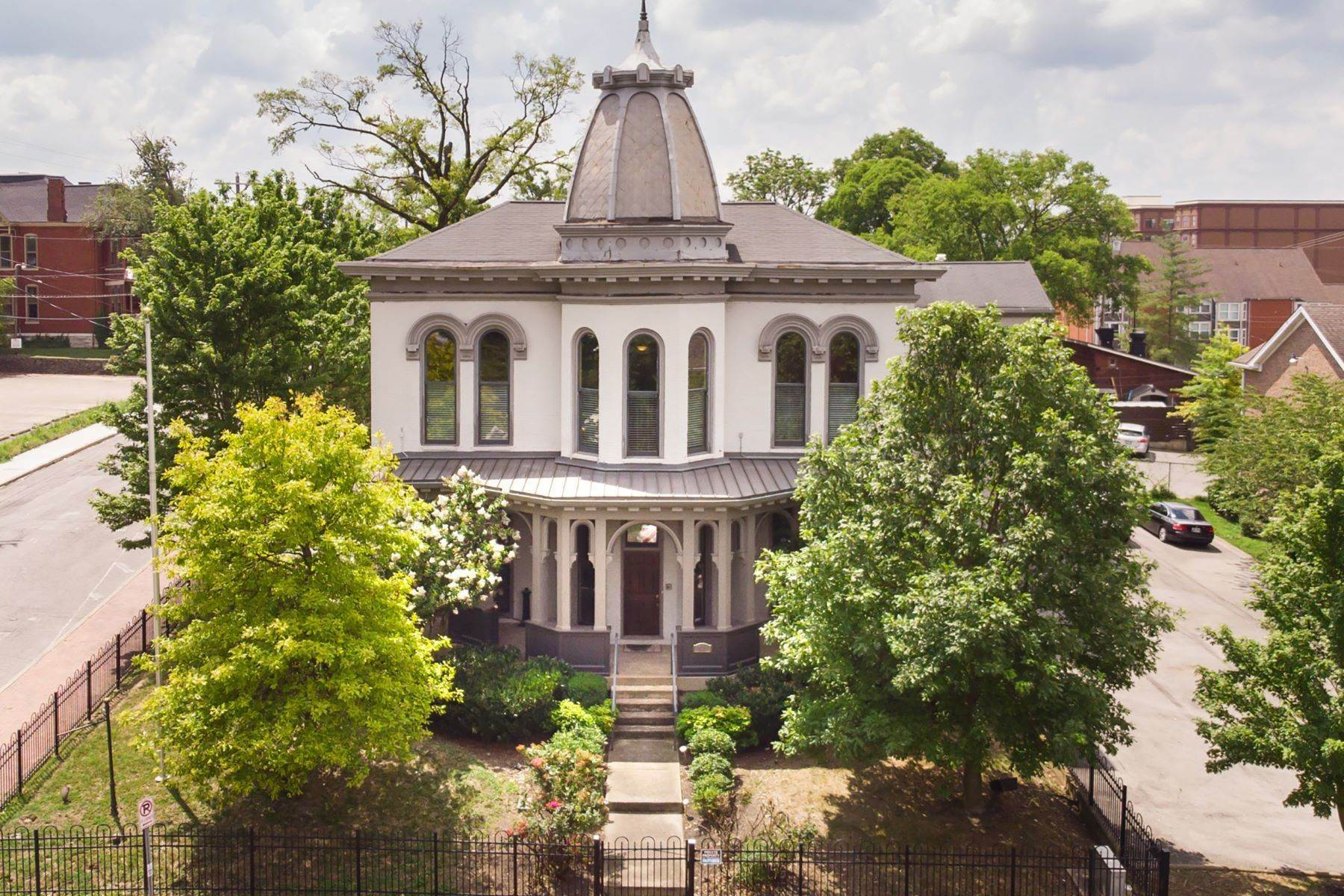Single Family Homes для того Продажа на Historic Nashville Mansion 101 Lea Avenue Nashville, Теннесси 37210 Соединенные Штаты
