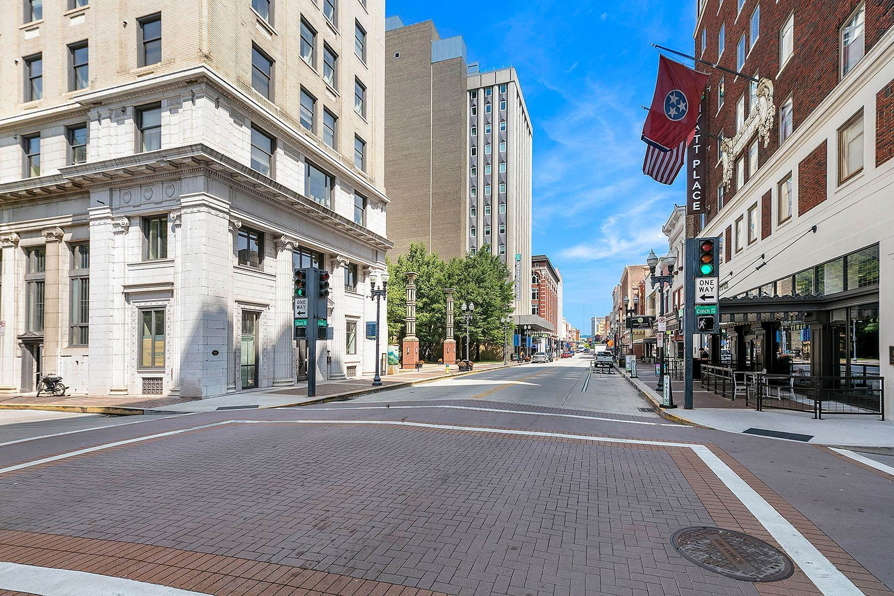34. Single Family Homes for Sale at Luxuriously Appointed Downtown Condo 531 S. Gay Street #1202 Knoxville, Tennessee 37902 United States