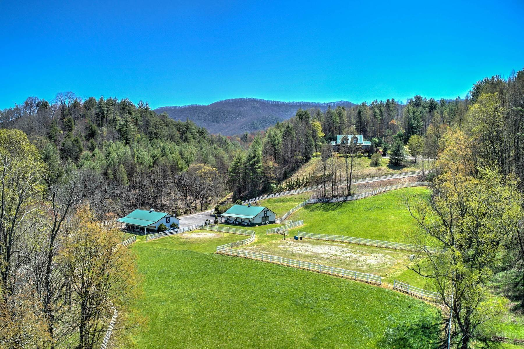 Single Family Homes pour l Vente à Cross Creek Ranch 151 Jordan Lane Mountain City, Tennessee 37683 États-Unis