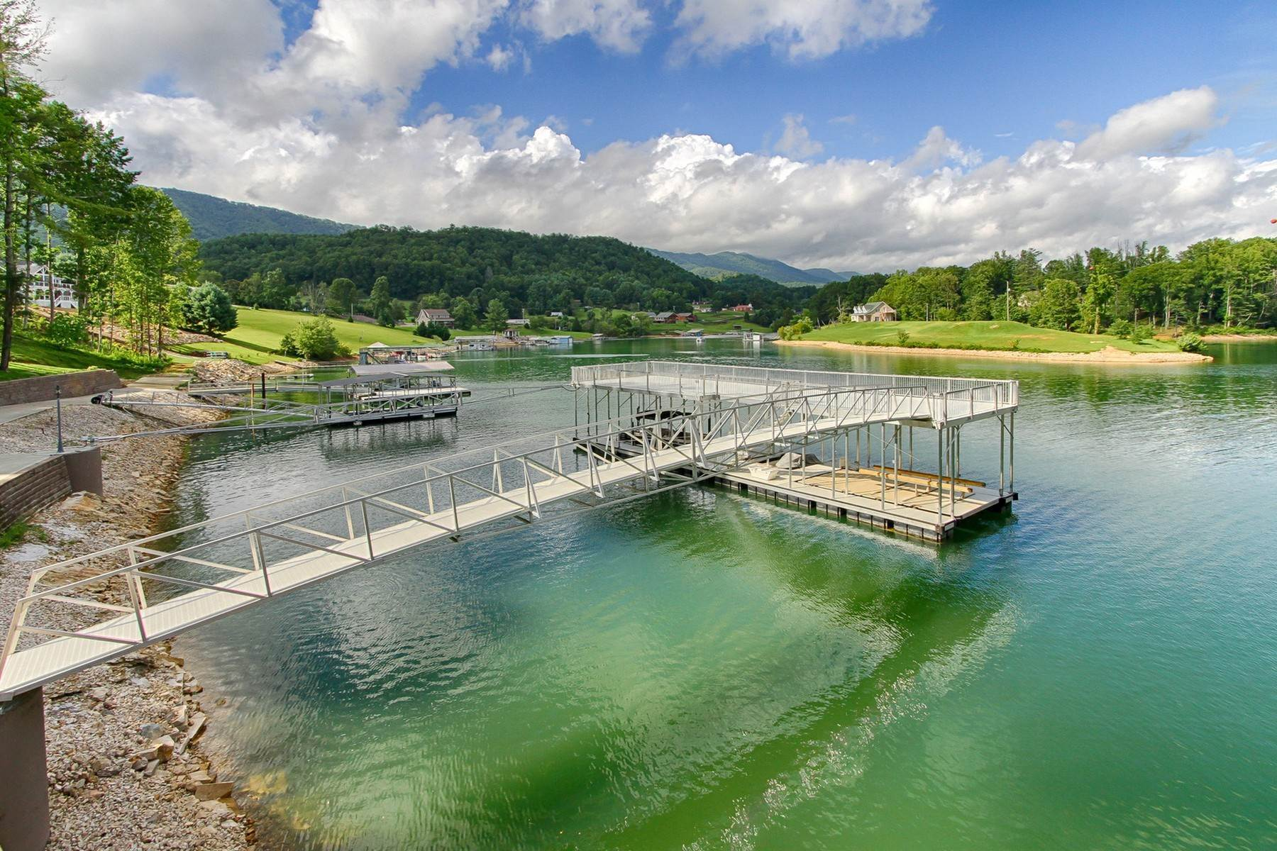 38. Single Family Homes for Sale at Water Front Estate On Watauga Lake 381 Big Oak Drive Butler, Tennessee 37640 United States