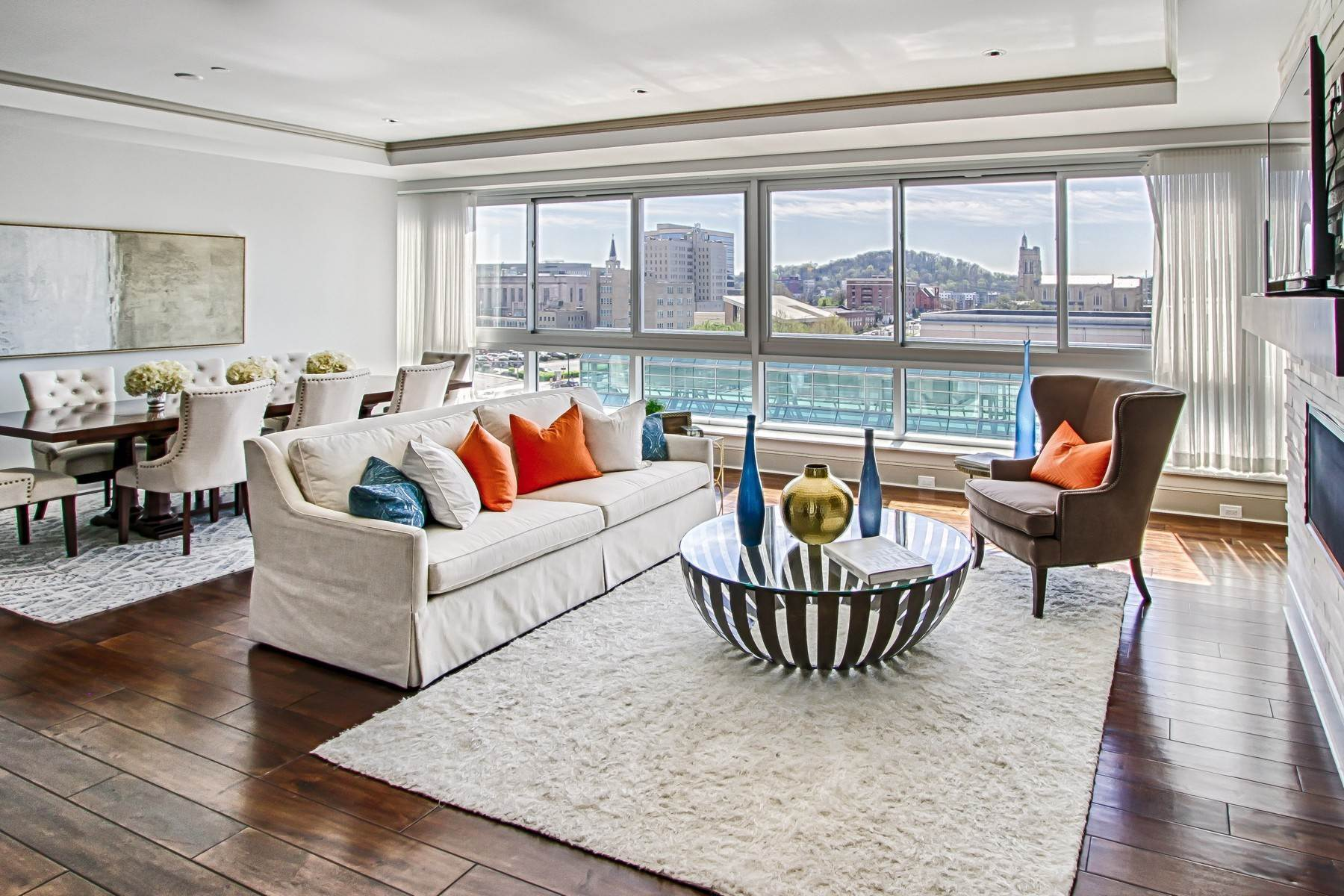 3. Condominiums for Sale at The Tennessean Residences 531 Henley Street, #701 Knoxville, Tennessee 37902 United States