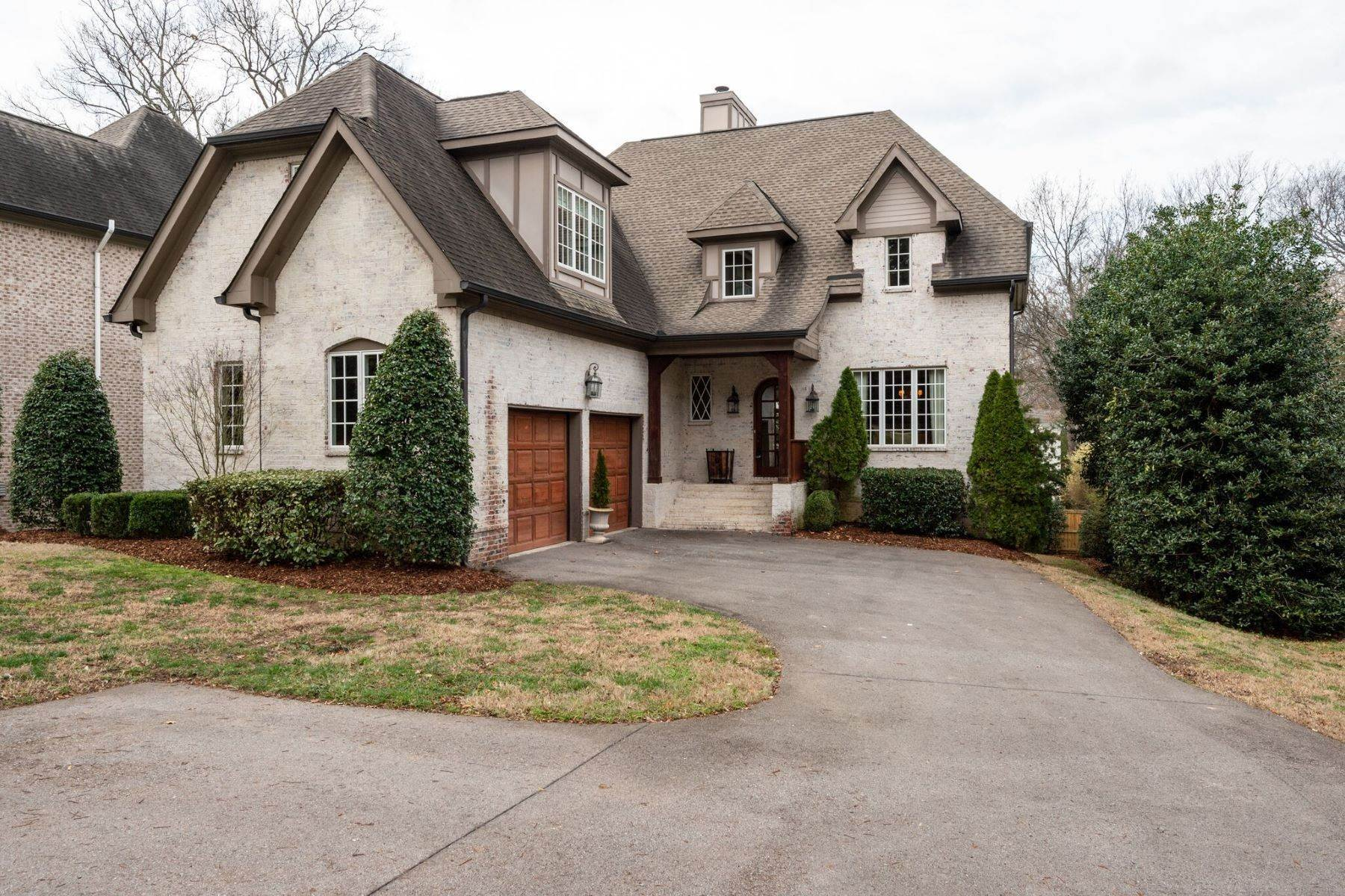 Single Family Homes для того Продажа на 3715 Sugartree Place, Nashville, Tn, 37215 3715 Sugartree Place Nashville, Теннесси 37215 Соединенные Штаты