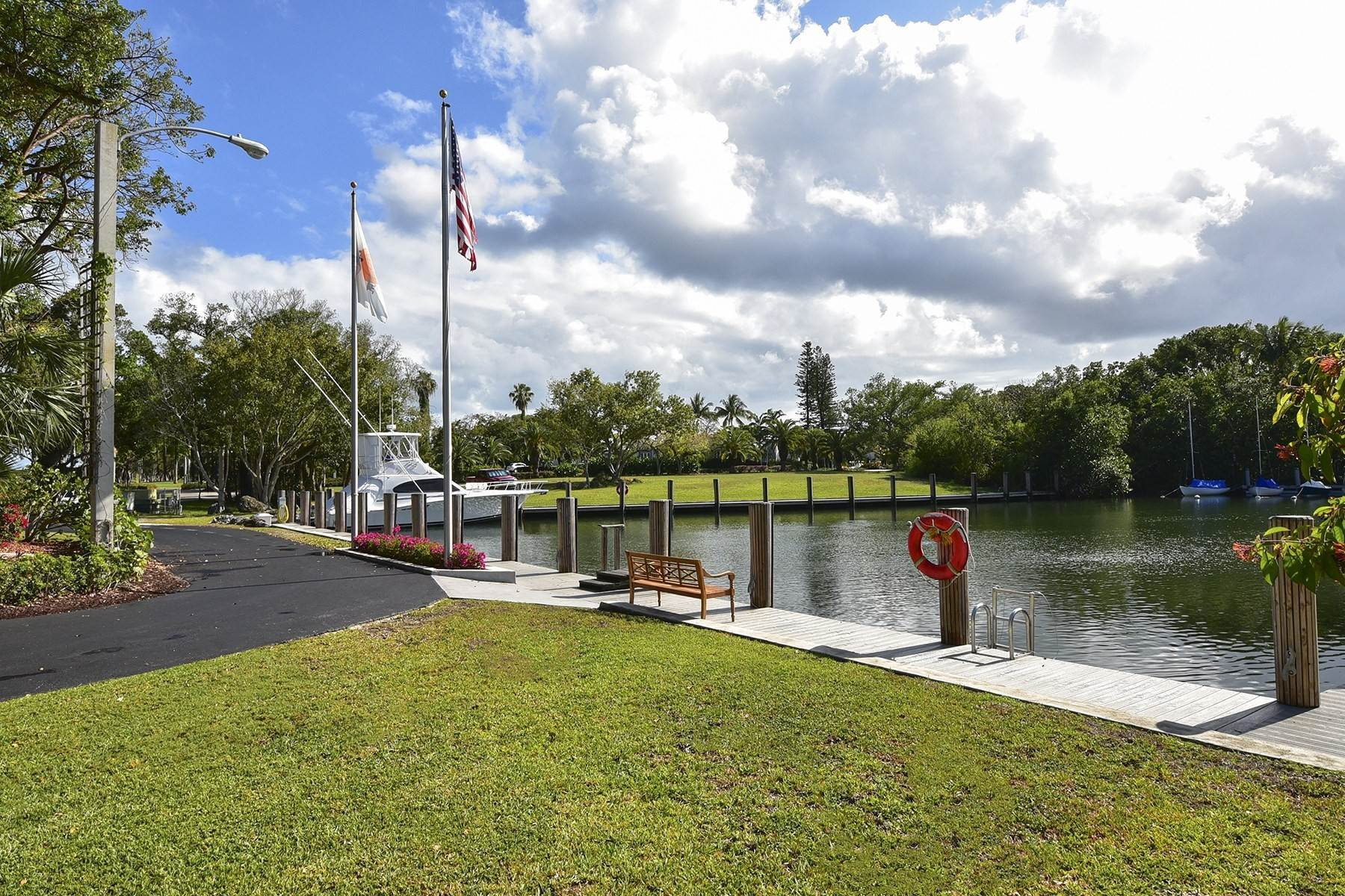 14. Property for Sale at 10 Cannon Point, Key Largo, FL 10 Cannon Point Key Largo, Florida 33037 United States