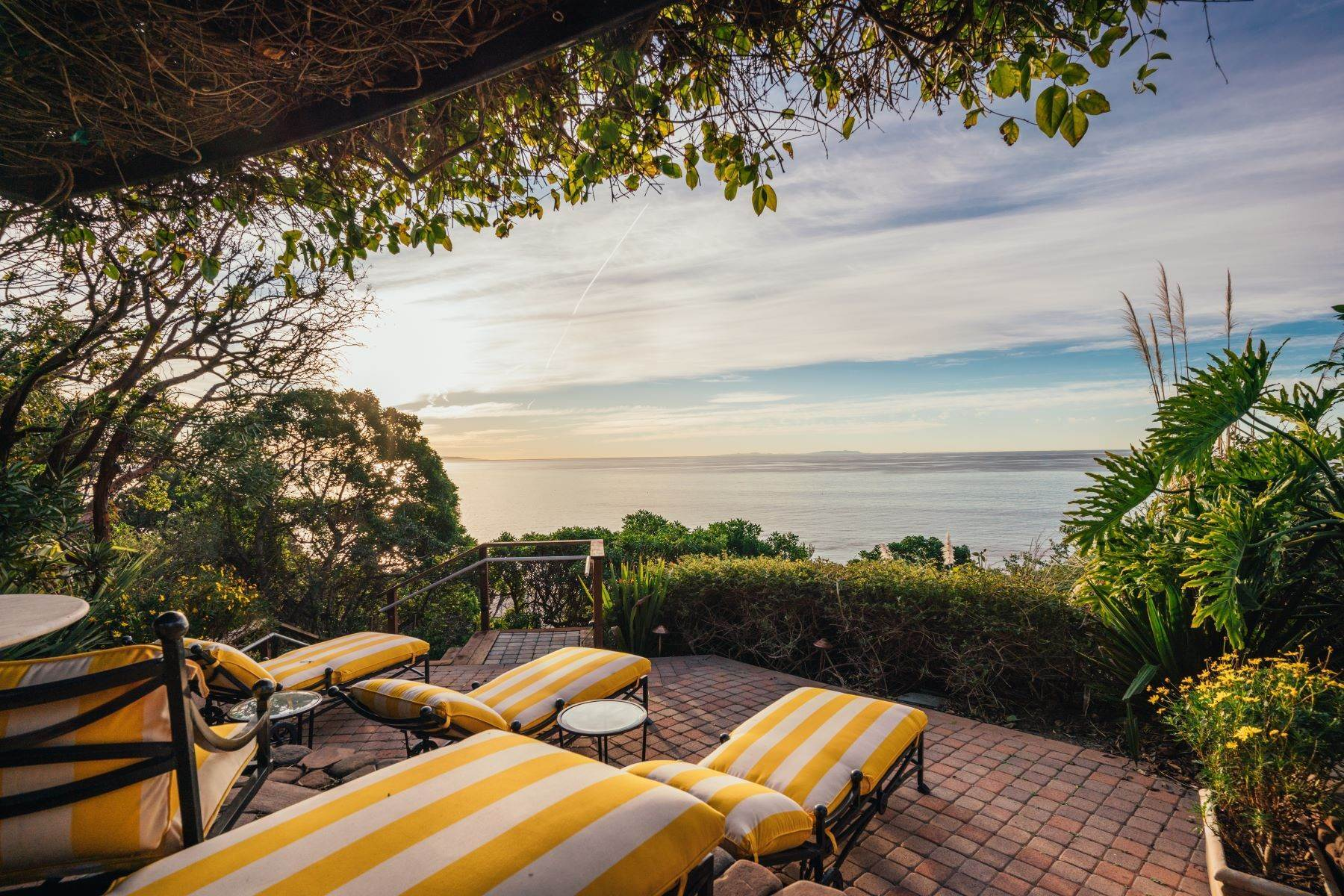 21. Single Family Homes for Sale at Mar de Amor 27930 Pacific Coast Highway Malibu, California 90265 United States